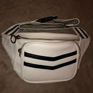 Black and White Fanny Pack !
